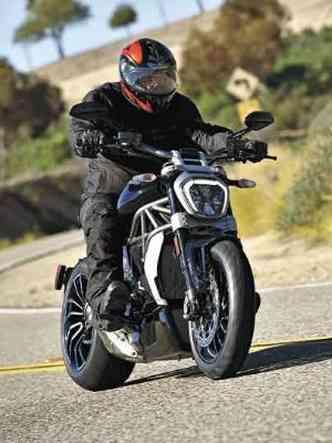O motor desenvolve 156cv e conta com três modos de condução(foto: Ducati/Divulgação)