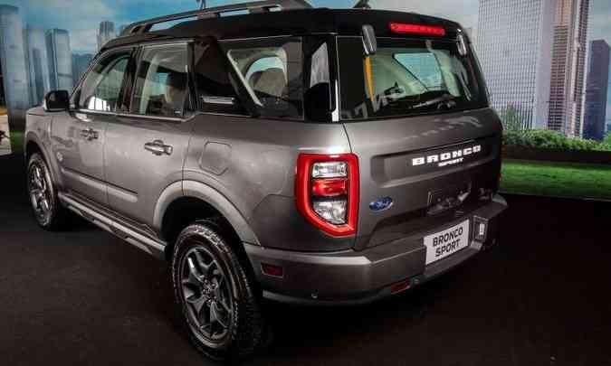 Na traseira, lanternas com LED e tampa do porta-malas com duas possibilidades de abertura(foto: Ford/Divulgação)