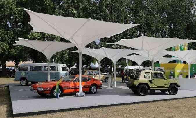 Modelos da Volkswagen do Brasil que foram expostos no Schloss Dyck Classic Days: SP2 (1976), Brasilia (1980), Kombi Last Edition (2013) e até um Gurgel X-12 (1978)(foto: Volkswagen/Divulgação)