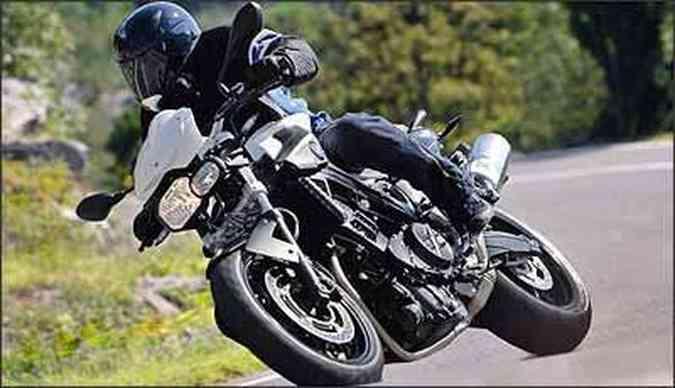 Desenho agressivo foi inspirado na prima maior, K 1300 R(foto: BMW/Divulgação)