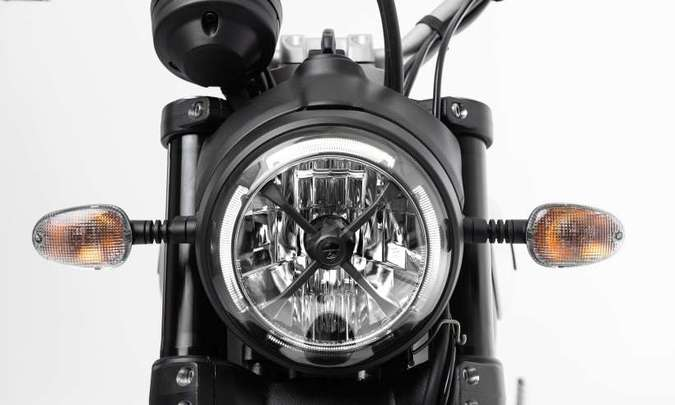 A iluminação é toda em LED, com luz de posição diurna no farol(foto: Ducati/Divulgação)