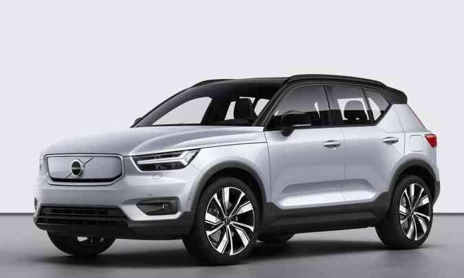 O SUV compacto tem algumas modificações externas na versão elétrica, como a grade fechada(foto: Volvo/Divulgação)