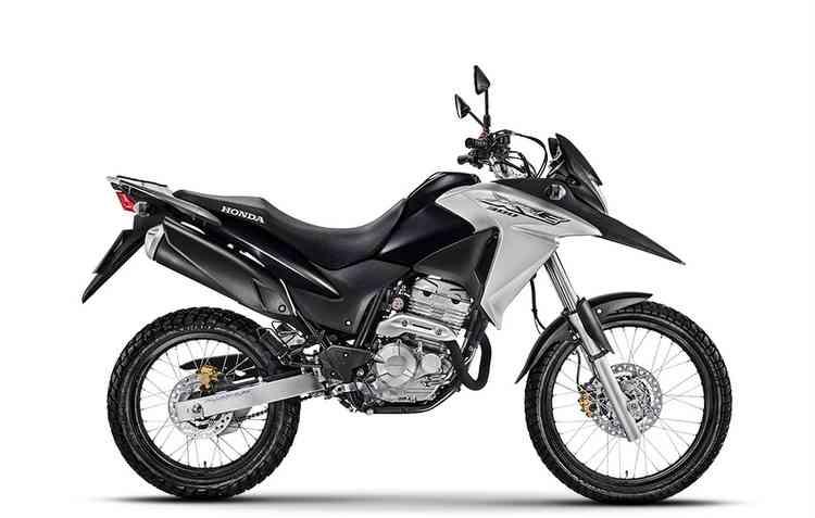 Honda XRE 300 tem pegada robusta e freios Combined ABS - Divulgação