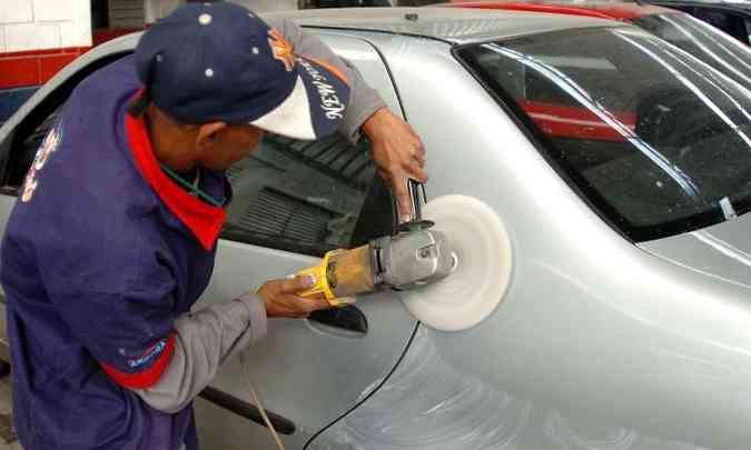 O polimento simples ajuda a recuperar o brilho da pintura queimada de sol(foto: Juarez Rodrigues/EM/D.A Press)
