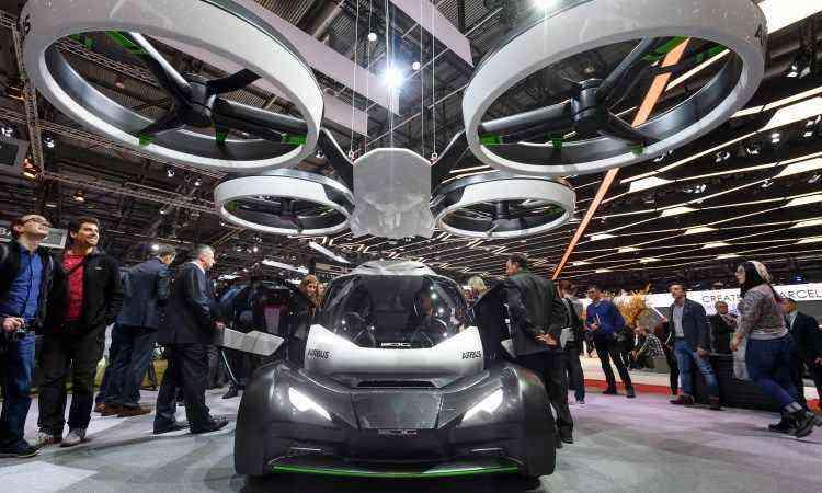 Pop.Up é um veículo feito para andar em solo firme e no ar, fruto da parceria entre a fabricante de aviões Airbus e o estúdio Italdesign - Fabrice Coffrini/AFP