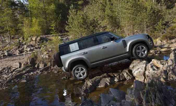 Suspensão pneumática pode elevar a carroceria em até 14,5 centímetros(foto: Land Rover/Divulgação)