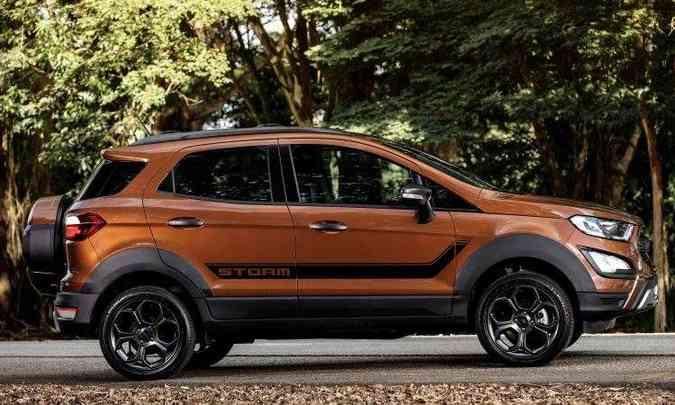 Faixa adesiva, rodas exclusivas de 17 polegadas e molduras nas caixas de roda são destaques na lateral(foto: Ford/Divulgação)