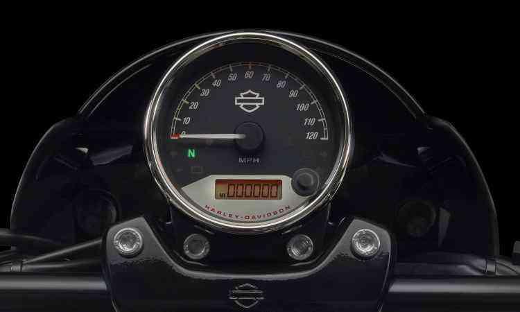 Relojão no centro do guidão é instrumento único do painel - Harley-Davidson/Divulgação