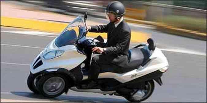 Desempenho é semelhante ao de uma 250 cm³(foto: Fotos: Piaggio/Divulgação)