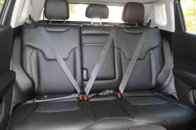 Banco traseiro proporciona conforto para até dois passageiros(foto: Jair Amaral/EM/D.A Press)