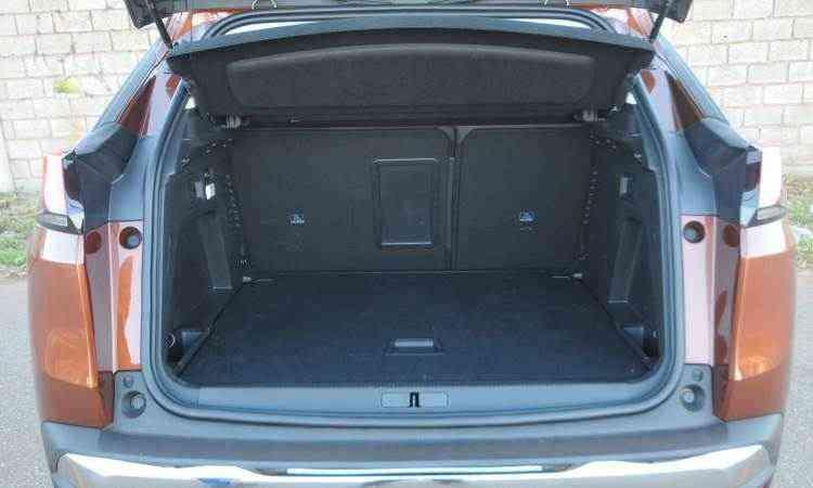 Porta-malas tem volume de 520 litros - Leandro Couri/EM/D.A Press