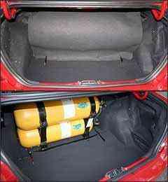 Porta-malas perde espaço com os cilindros, mas ainda tem bom volume -