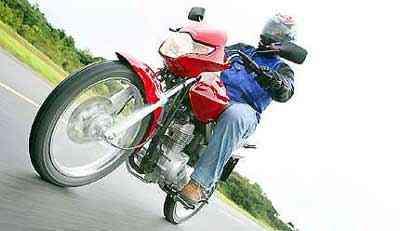 Com combustível derivado da cana, o motor ganha vigor, facilitando a pilotagem nas cidades - Caio Mattos/Honda/Divulgação
