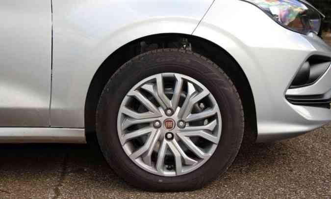 Rodas de aço de 15 polegadas com calotas de plástico(foto: Adriano Sant'Ana/EM/D.A Press)