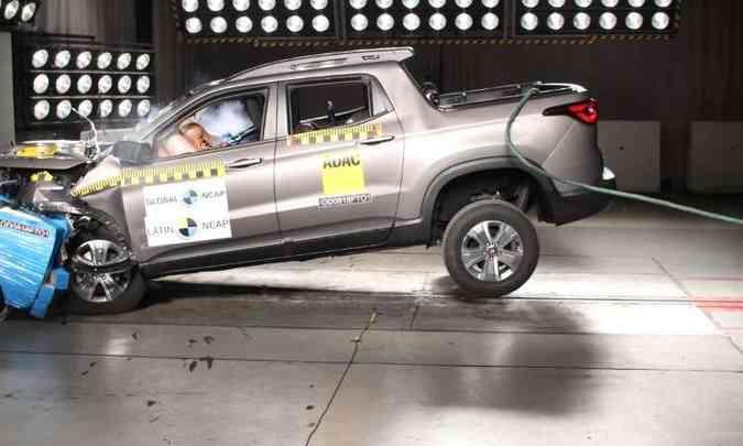 No teste de impacto frontal, a proteção à cabeça e ao pescoço do motorista e passageiro foi considerada boa(foto: Latin NCAP/Divulgação)