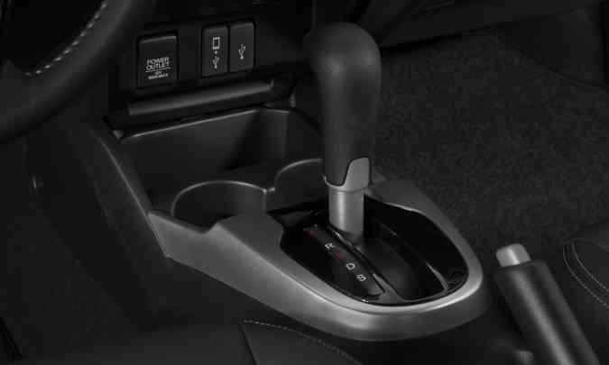 O câmbio automático é do tipo CVT, que permite trocas de marchas na alavanca e nas aletas atrás do volante, disponíveis nas versões EX e EXL(foto: Honda/Divulgação)