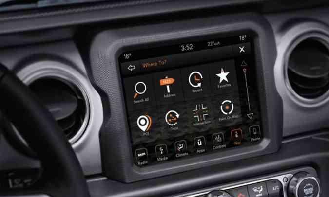 Multimídia Uconnect traz tela tátil de 8,4 polegadas, com navegação nativa e conectividade com os sistemas Apple Car Play e Android Auto(foto: Jeep/Divulgação)