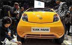 Tata Nano foi atração, chamando a atenção até do presidente da Porsche - Fotos: Arnd Weigmann/Reuters