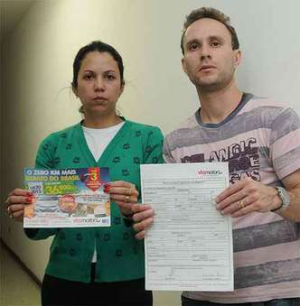 Casal Bruno Fonseca e Juliana Faria, de Mariana, deixou Classic na troca e aguarda carro há mais de um mês(foto: Tulio Santos/EM/D.A Press)