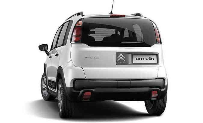 As duas versões de entrada não trazem o estepe fixado na tampa do porta-malas (foto: Pedro Bicudo/Citroën/Divulgação)