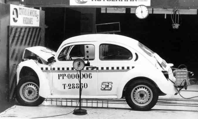 Teste de colisão frontal com o Fusca 1994(foto: Volkswagen/Divulgação)