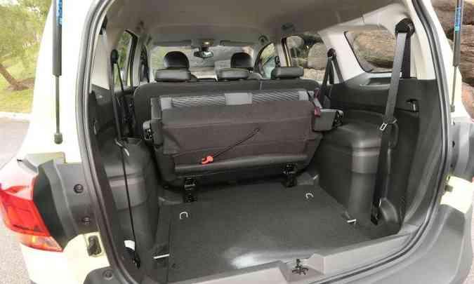 Com apenas cinco lugares, porta-malas tem 553 litros(foto: Beto Novaes/EM/D.A Press)