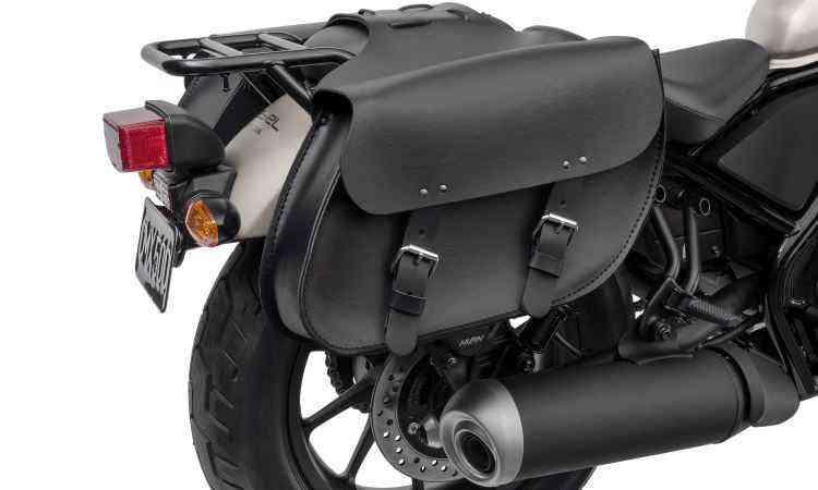 Bolsas de couro compõem o estilo custom do modelo - Honda/Divulgação