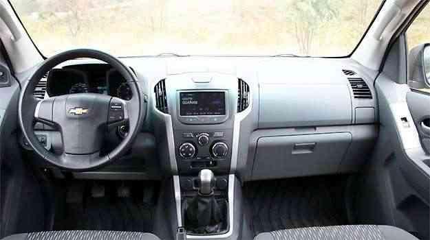 Painel tem comandos bem localizados, facilitando para o motorista -