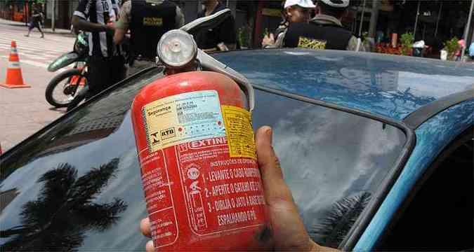 Extintor do tipo ABC é mais eficiente na contenção de incêndios(foto: Paulo Filgueiras/EM/D.A Press)