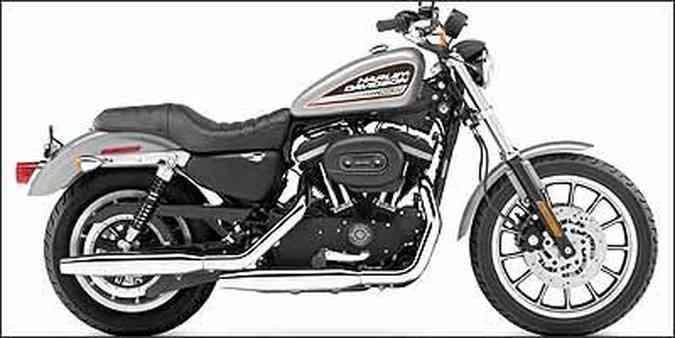 No modelo XL 883 Custom, roda dianteira tem aro de 21 polegadas(foto: Fotos: Harley-Davidson/Divulgação)