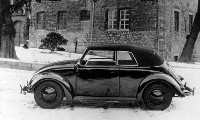 O Fusca conversível foi lançado em 1948, porém a unidade da foto tem chassi número 31, de 1938 (foto: Volkswagen/Divulgação)