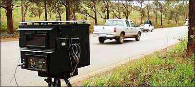 Em 2001/2002, com os radares móveis mais ativos, muitos motoristas foram multados por excesso de velocidade - Eduardo Rocha/RR - 19/10/01