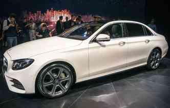 A Mercedes-Benz apresentou o Class-L, que com um novo visual e algumas das tecnologias mais avançadas, é o carro da nova geração da marca (foto: Joint Photographic Experts Group / Divulgação)