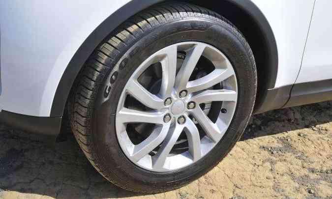 Rodas calçam pneus de 20 polegadas(foto: Juarez Rodrigues/EM/D.A Press)