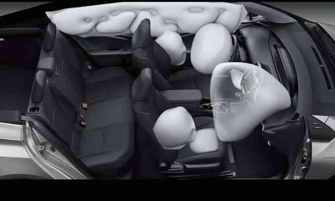 Sete airbags: frontais, laterais, de cortina e de joelho para o motorista(foto: Toyota/Divulgação)