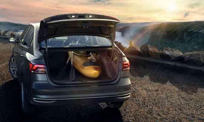Com 521 litros e o banco traseiro rebatido, o porta-malas possibilita o transporte de objetos grandes(foto: Volkswagen/Divulgação)