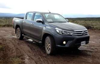 Toyota Hilux e Honda City são dois modelos importados da Argentina(foto: Taciana Goes / DP)