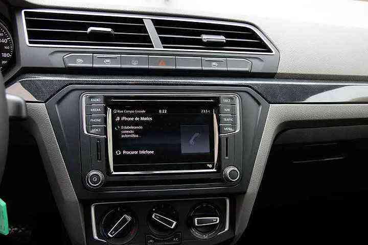 Sistema multimídia com tela de 6,3 polegadas e comando de voz - Marlos Ney Vidal/EM/D.A Press