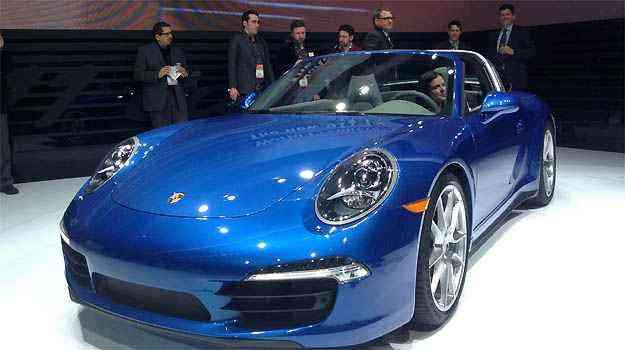 PORSCHE 911 TARGA A Porsche não podia ficar de fora da festa. O 911 Targa é sua vedete em Detroit. O modelo vem equipado com propulsor 3.4 de 350cv ou 3.8 de 400cv na versão 4S - Marcus Celestino/EM/D.A PRESS