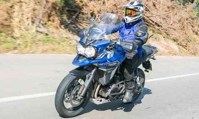 No asfalto, a XCx oferece conforto com nova aerodinâmica e para-brisa ajustável(foto: Thiago Henrique/Triumph/Divulgação )