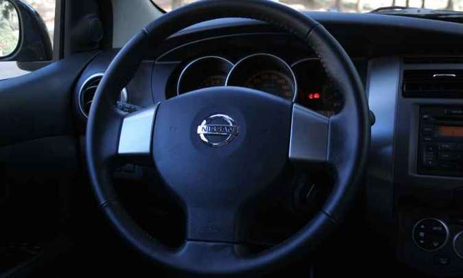 Em caso de colisão, airbag pode se deflagrar e projetar fragmentos metálicos no interior do veículo(foto: Marlos Ney Vidal/EM/D.A Press - 17/08/2009)