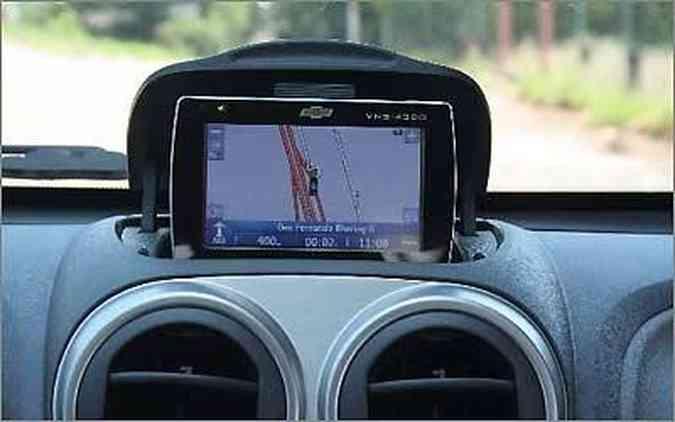 GPS com nicho no painel é acessório de concessionária