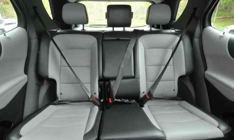 Há bom espaço no banco traseiro, que traz segurança básica para todos - Jair Amaral/EM/D.A Press