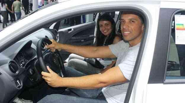 Sérgio e Andréa conhecem o novo Gol - Marcello Oliveira/EM/D.A PRESS