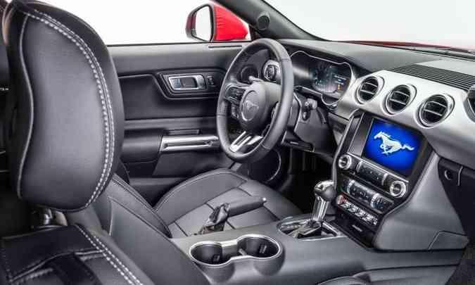 O interior preserva o estilo esportivo, mas traz todo o conforto de um automóvel feito para o dia a dia(foto: Pedro Bicudo/Ford/Divulgação)