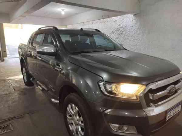 Ford Ranger Limited 3.2 20v 4x4 CD Aut. Dies. 2018 R$ 175.900,00 MG VRUM