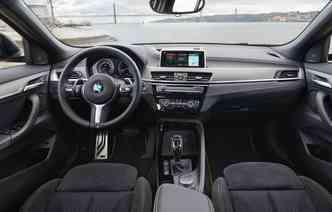 Entre os itens disponíveis estão tela de 6,5 polegadas e botão seletor iDrive Touch Controlle (sensível ao toque). Foto: BMW / Divulgação