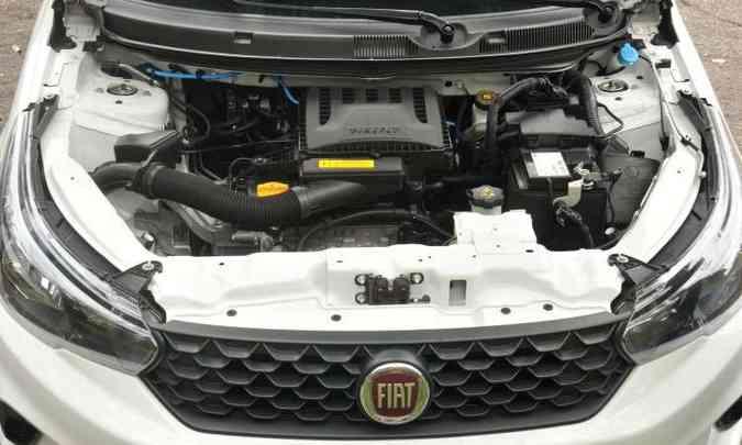 Motor 1.0 três-cilindros garante desempenho satisfatório e economia de combustível(foto: Jair Amaral/EM/D.A Press)