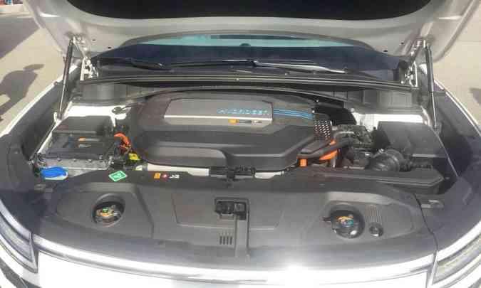 A célula a combustível e o motor elétrico ficam na frente do carro(foto: Enio Greco/EM/D.A Press)
