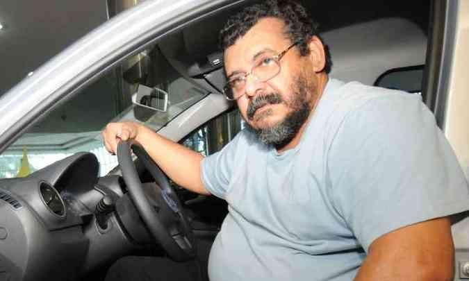 Enquanto o aposentado Pedro Paulo Tancrede compra o quarto VW Gol na Garra(foto: Cristina Horta/EM/D.A Press)